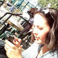 Adeline Verneuil | Social Profile