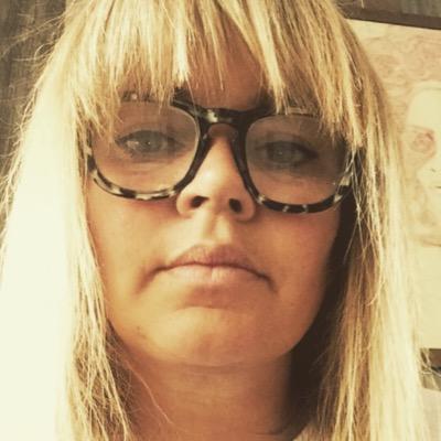 lisa valencia | Social Profile