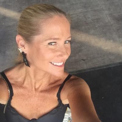 Fiona Ferrer-Leoni | Social Profile