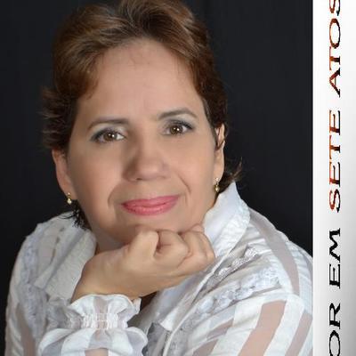 Cláudia Viana   Social Profile