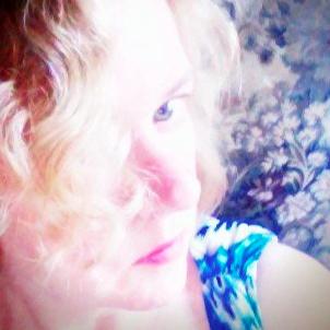 Laurie Devine   Social Profile