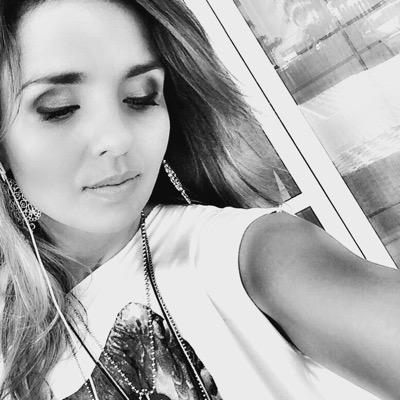 Liz Lanne | Social Profile