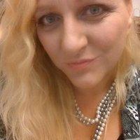 Nicole Holt | Social Profile