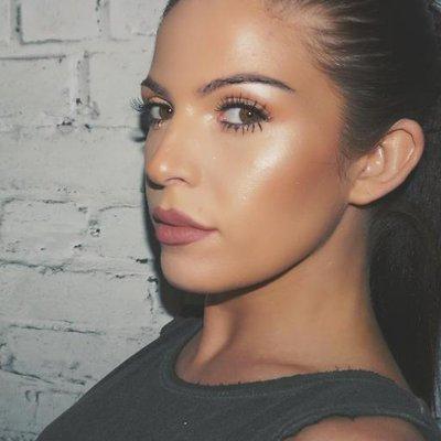 MissHollieWakeham | Social Profile