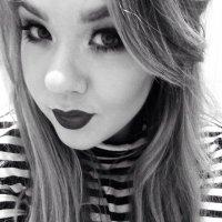 Victoria Holdstock | Social Profile
