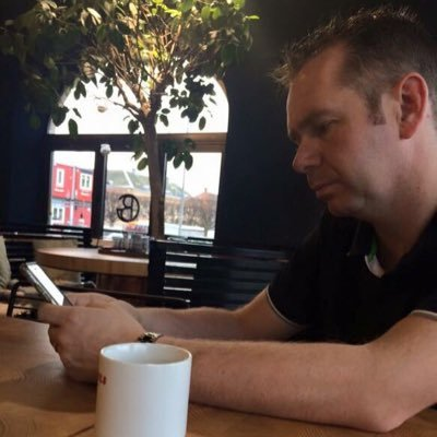 Simon Mckenzie | Social Profile