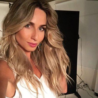 Mariana Weickert | Social Profile