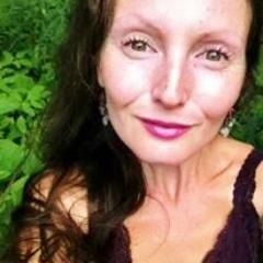 Caroline Gavin Social Profile