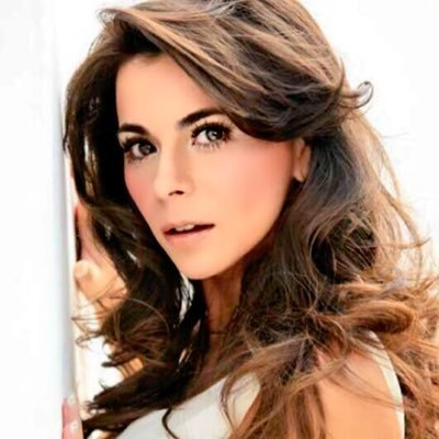 Arlett Fernández Social Profile