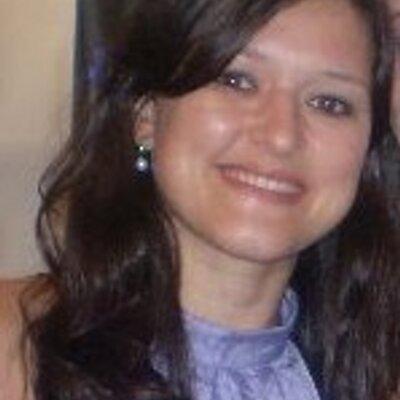 Poliana Lagares | Social Profile