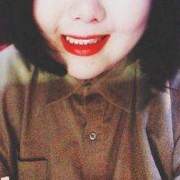 여느 | Social Profile