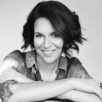 Stephanie Merritt | Social Profile