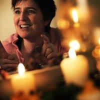 Móna Wise | Social Profile