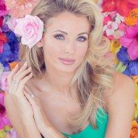 Shandi Finnessey | Social Profile