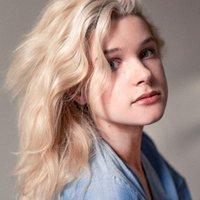 Claire Knebl | Social Profile