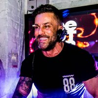 Lee Butler | Social Profile