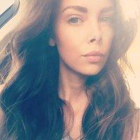 Kelly Travis | Social Profile