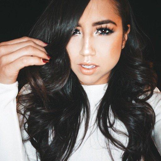 Michelle BurgosColon Social Profile