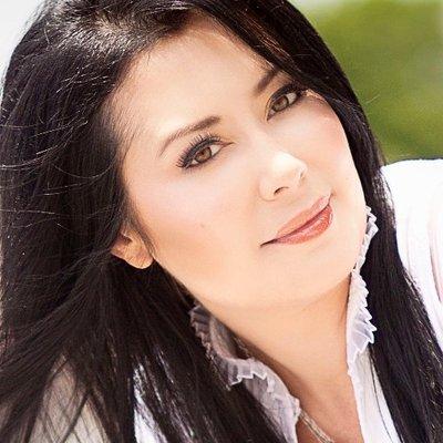 Tosca Lee | Social Profile