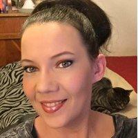 Angela R | Social Profile