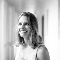 Sara Distin | Social Profile