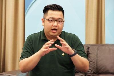 Eric Choo Social Profile