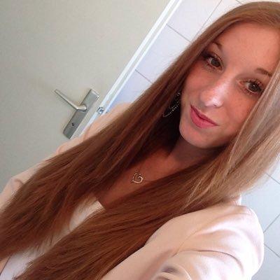 Julie.∞   Social Profile
