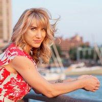 Holly Bik | Social Profile
