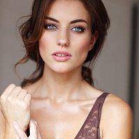 Anna Clough | Social Profile