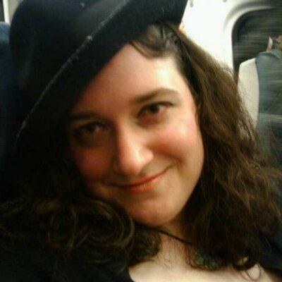elissa schlau | Social Profile