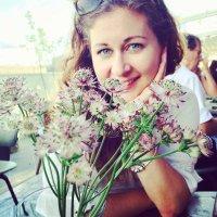 nadia dahabiyeh | Social Profile