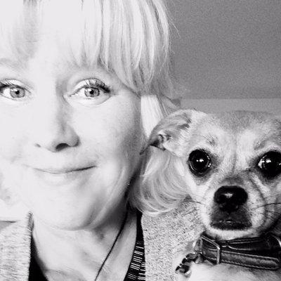 Lisa Taron | Social Profile