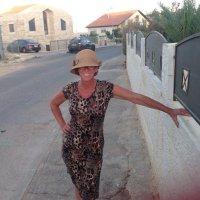 Estee Hart | Social Profile