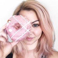 Sylvia G | Social Profile