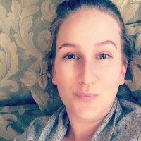 Laura Elizabeth | Social Profile