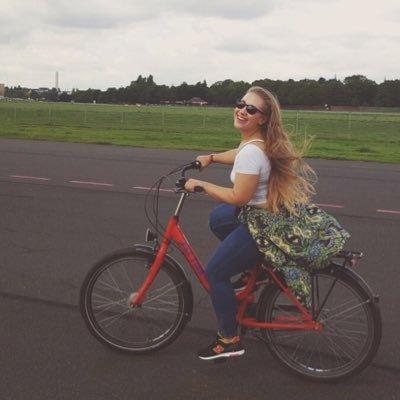 Kim Karcrashian | Social Profile