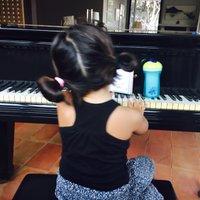 Silvia Abril | Social Profile