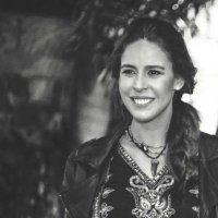 Lara Tomassi Bogarín   Social Profile