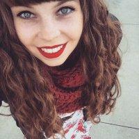 Tori Thomas   Social Profile