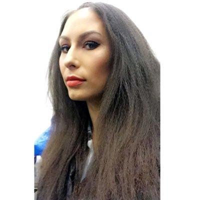 Linsay Willier Social Profile