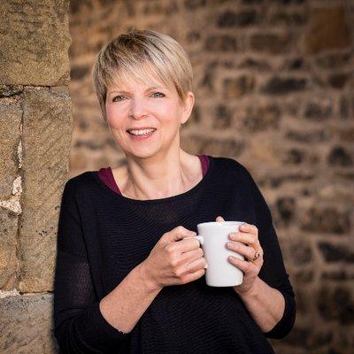 Lesley Barlow   Social Profile