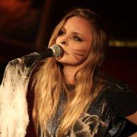 Lindsey Haun | Social Profile