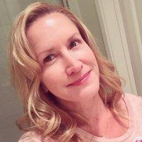 Angela Kinsey | Social Profile