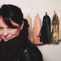 Jenna von Oy | Social Profile