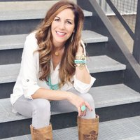 Melanie Shankle | Social Profile