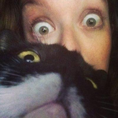 Erin Valois | Social Profile