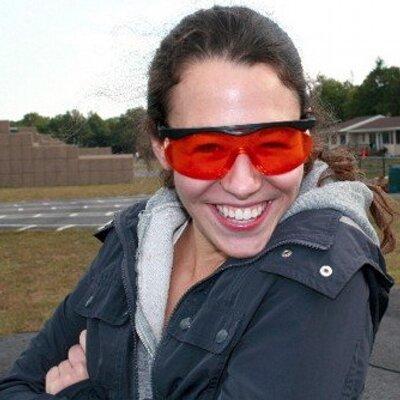 Samantha Henig   Social Profile