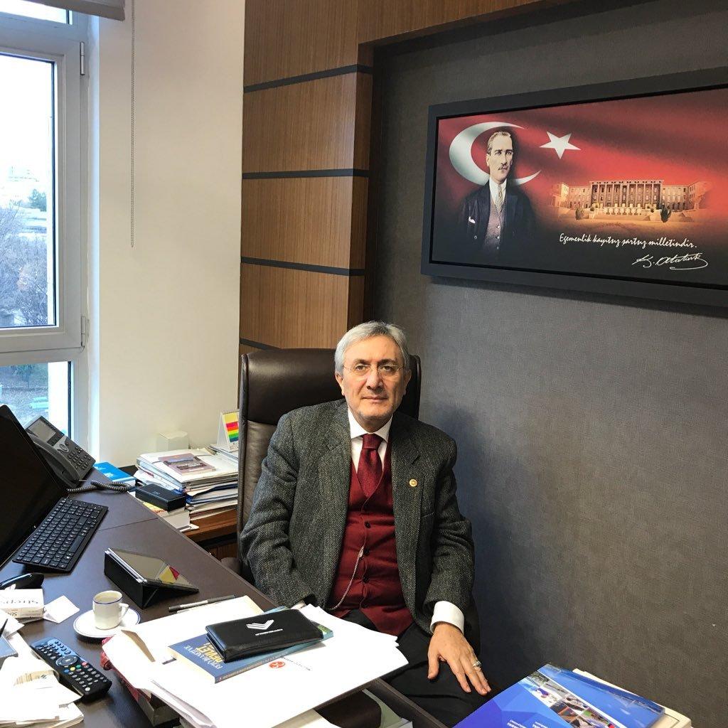Emin Haluk Ayhan  Twitter Hesabı Profil Fotoğrafı