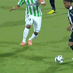 Ronaldinho il est trop loin http://t.co/3WlKaw1uMg