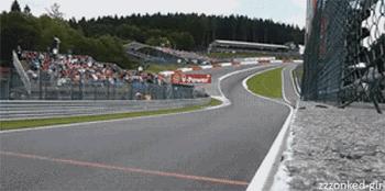 Más sobre la velocidad en el paso por curva. En la mejor curva, Eau Rouge. Increíble la velocidad en la bajada. #F1 http://t.co/qR8E5Gi62u